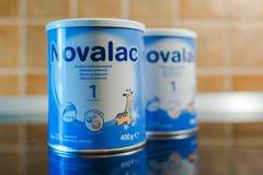 Latte di polvere di Novalac per i neonati Immagine Stock Libera da Diritti