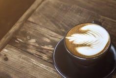 Latte do café na tabela de madeira Fotos de Stock