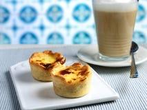 Latte du Pastel de nata et de café images libres de droits