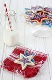 Latte e biscotti per il quarto luglio Immagine Stock