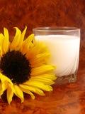Latte e fiore Fotografie Stock