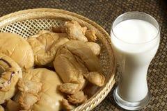 Latte e forno freschi Fotografia Stock Libera da Diritti