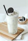 Latte e frullato dei biscotti Fotografia Stock