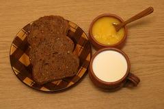 Latte e miele del pane Fotografia Stock