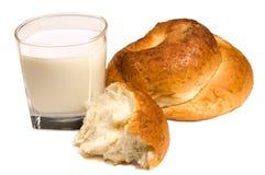 Latte e panino Immagini Stock Libere da Diritti