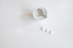 Latte e zucchero fotografie stock