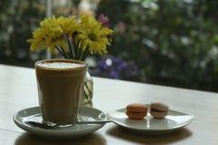 Latte en macaron Royalty-vrije Stock Afbeeldingen