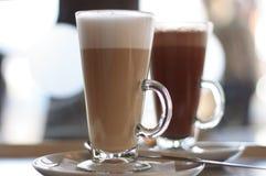latte för cafekaffeexponeringsglas Royaltyfri Fotografi
