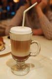 latte för cafekaffeexponeringsglas Royaltyfria Bilder