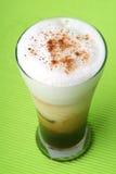 latte för cappucinokaffekopp Arkivbild