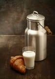 Latte fresco sano per la prima colazione Fotografia Stock