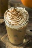 Latte glacé doux d'épice de potiron Photographie stock libre de droits