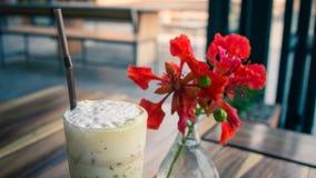 Latte lata I kawy kwiaty są w szkle Zdjęcie Stock