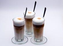 Latte Macchiato met lepel stock fotografie