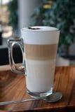 Latte Macchiato no copo de vidro Imagens de Stock Royalty Free
