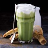 Latte Matcha в высокорослых стеклах Стоковые Изображения RF