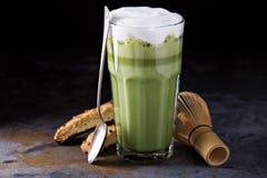Latte Matcha в высокорослых стеклах Стоковая Фотография RF