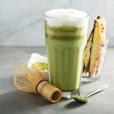 Latte Matcha в высокорослых стеклах Стоковое Изображение