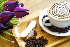 Latte ou cappuccino da arte da xícara de café Fotos de Stock Royalty Free
