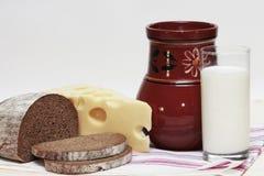 Latte, pane, formaggio Immagine Stock