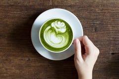 Latte potable de match photographie stock libre de droits