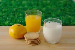Latte, succo, biscotti Fotografia Stock
