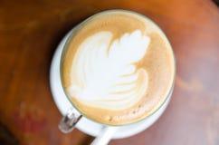 Latte sur une table en bois Image libre de droits