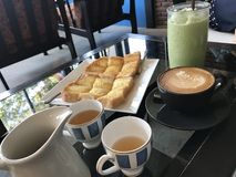 Latte sztuki gorąca kawa i Zdjęcia Royalty Free