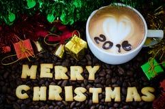 Latte sztuki kawa i abecadeł wesoło boże narodzenia Fotografia Stock