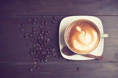 Latte sztuki kawa z kawową fasolą Obraz Stock