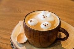 Lattekonst på kaffe Arkivfoto