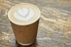 Lattekunst in document kop royalty-vrije stock afbeeldingen