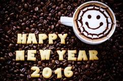 Lattekunstkaffee und -alphabet Stockbild