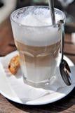 lattemacchiato royaltyfri bild