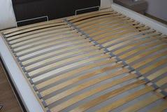 Latten unter der Matratze für das Bett Stockfotos