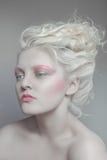 Lattenschönheitsportrait der blonden Frau lizenzfreie stockbilder