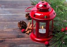 Κόκκινα Χριστούγεννα lattern με το κερί Στοκ Εικόνα