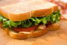 Lattuga della pancetta affumicata e panino del pomodoro fotografia stock