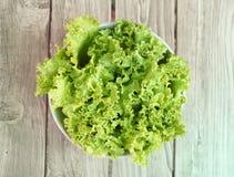 Lattuga verde fresca in ciotola Fotografia Stock
