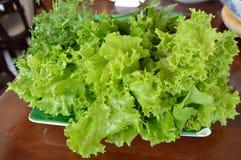 Lattuga verde fresca sulla tavola di legno Immagine Stock Libera da Diritti