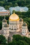 latvia riga Городской пейзаж Риги Взгляд сверху рождества Риги собора Христоса - известной церков Стоковые Фото