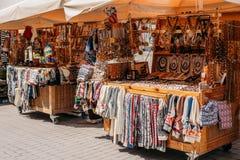 latvia riga Уличный рынок в квадрате Livu Торговые дома с Стоковая Фотография