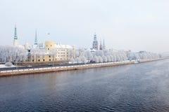 latvia riga Riga cityscape i vinter Arkivbild