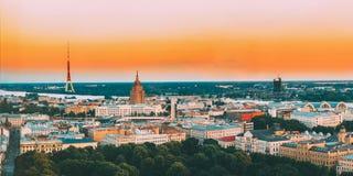 latvia riga PanoramaCityscape för flyg- sikt på solnedgången TVtorn, akademi av vetenskaper arkivfoton