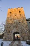 latvia Sigulda Il castello del crociato courtyard La parete della fortezza Il tubo principale Fotografia Stock