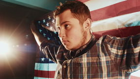 Latynos Amerykańska caucasian samiec z flaga amerykańską zbiory wideo