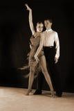 Latynoscy tancerze w sala balowej Zdjęcia Stock