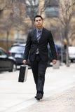 Latynoski Biznesmen - TARGET1456_1_ Śródmieście zdjęcia stock