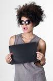 Latynoski brunetka buntownika model z afro lubi włosy Zdjęcie Stock