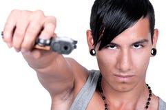 Latynoski mężczyzna Wskazuje pistolet przy kamerą zdjęcia royalty free